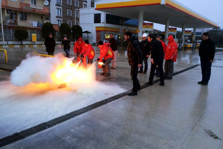 HATIRLI PETROL PERSONELİ yangın söndürme  eğitiminden görüntüler.
